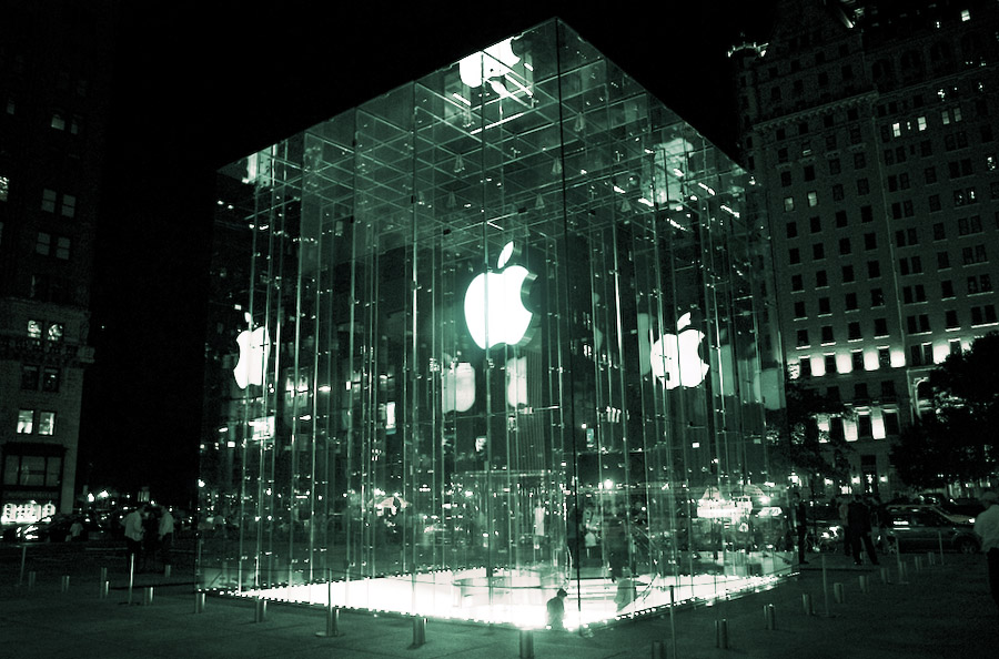 apple store | click for previous photo